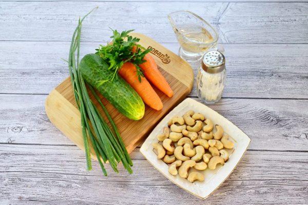 pikantnii salat iz ogurcov i morkovi 515332
