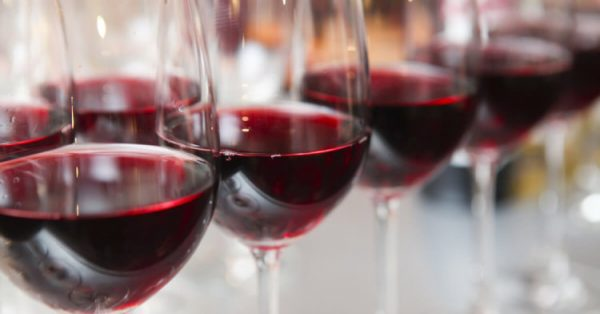 red wine glasses 750x392