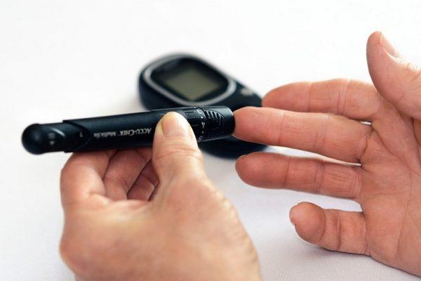 saharnyj diabet analiz insulin ruki